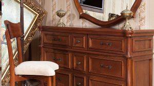 آینه کنسول و صندلی
