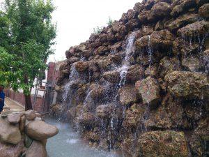 آب نمای صخره ای بزرگ